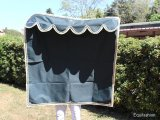 Tenda box cavallo nera bordo decorato